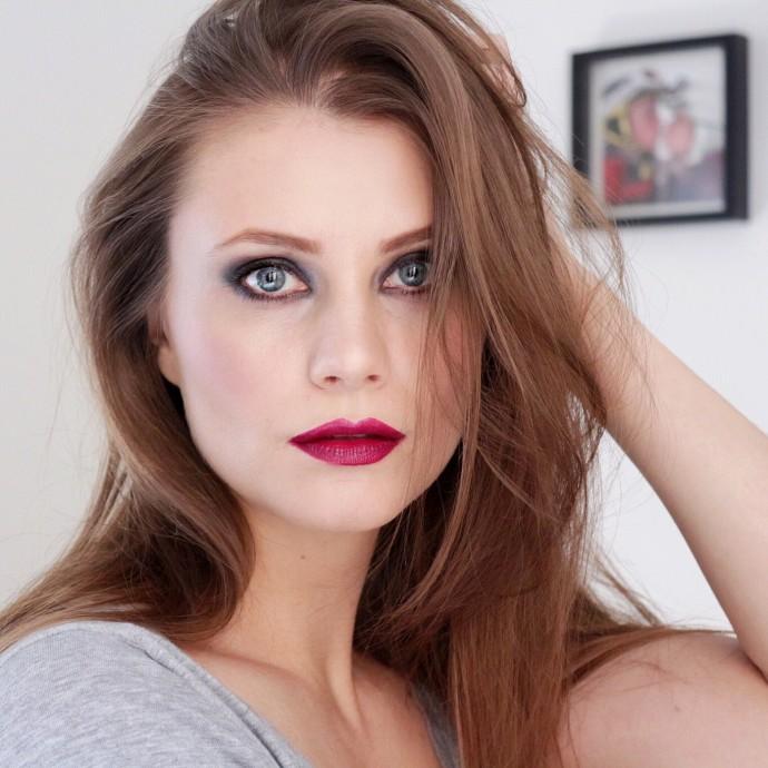 Ewa Pietreniuk_Social Beautify wearing The Essentials Eye Palette