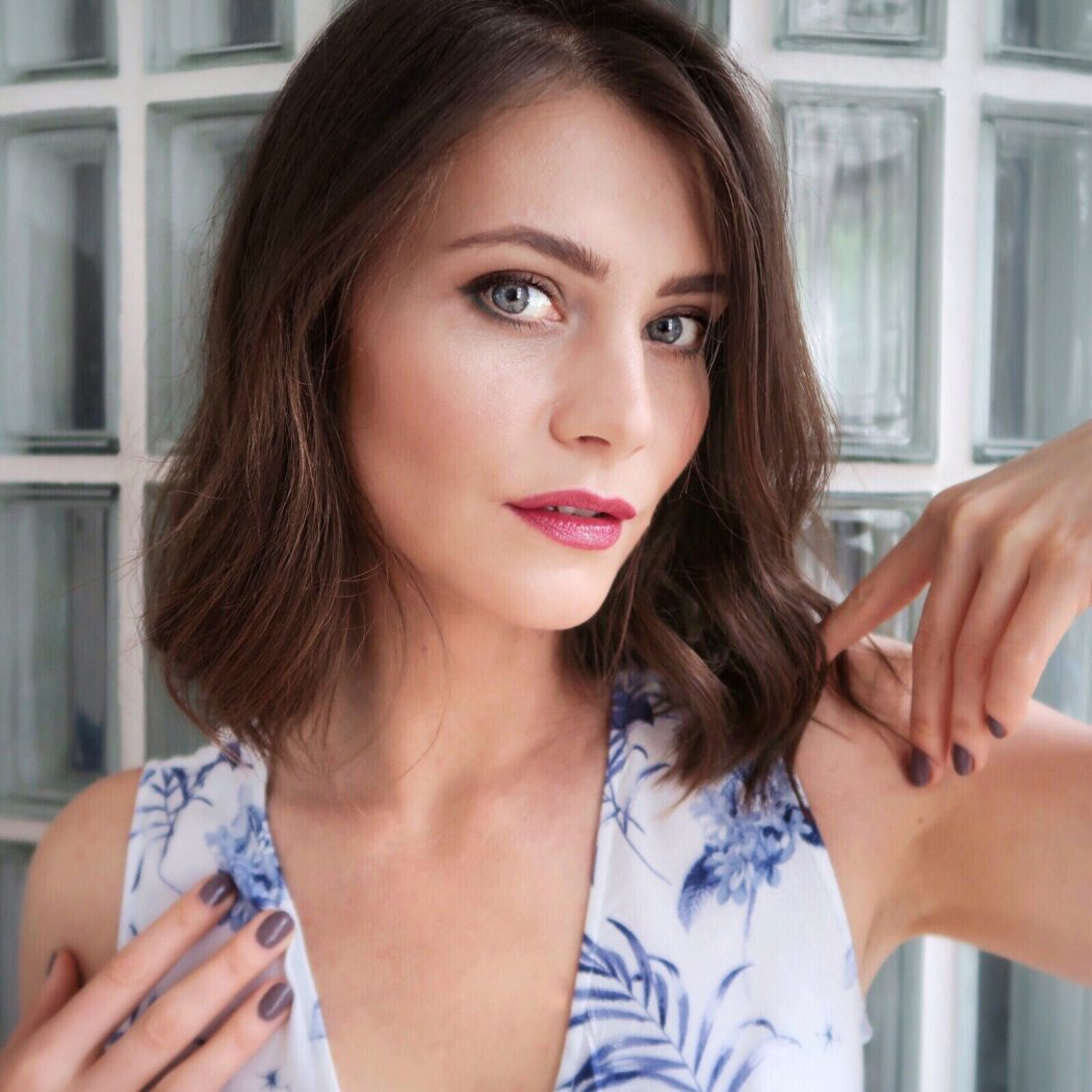 Ewa from Social Beautify blog wearing Clarins summer 2018 makeup collection