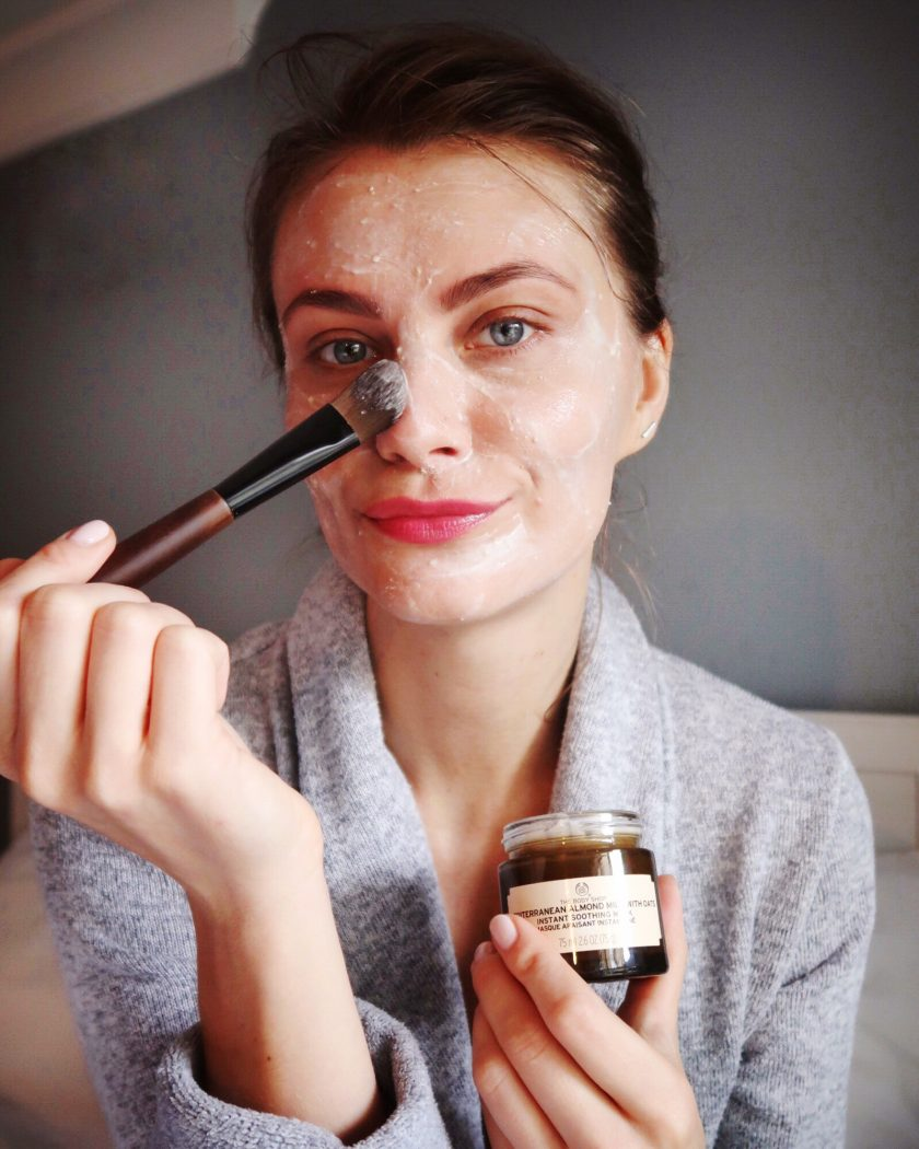 Social Beautify blogger applying face mask. #facemask #sensitiveskin