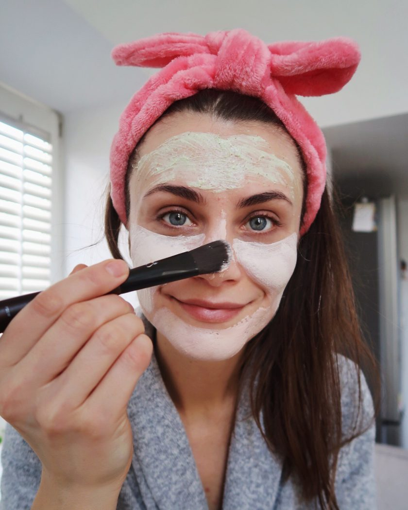 Woman multitasking. Allying multiple face masks. #multimasking #beautyfoutine #relax #morningroutine